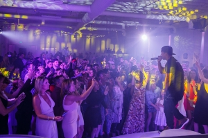 Ja Rule entertains the crowd at the 2016 CANVAS Art Gala | Photo © LILA PHOTO